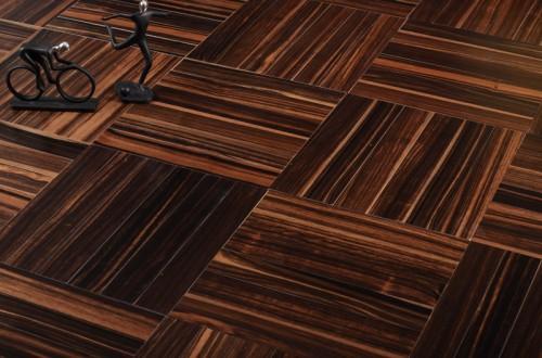 按表面有无涂饰分:涂饰实木复合地板,未涂饰实木复合地板; 按地板